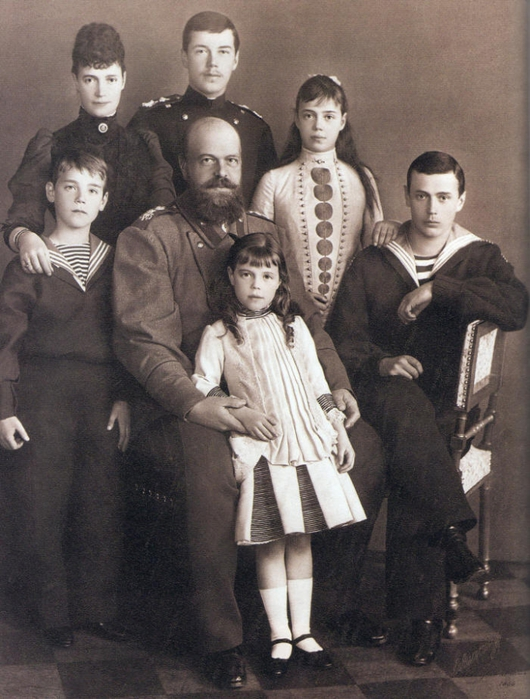 Aleksandr-III-s-semej